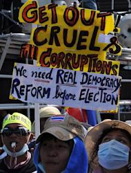 Thai anti-government protesters gather outside the the venue of a meeting between Prime Minister Yingluck Shinawatra and election officials in Bangkok on January 28, 2014