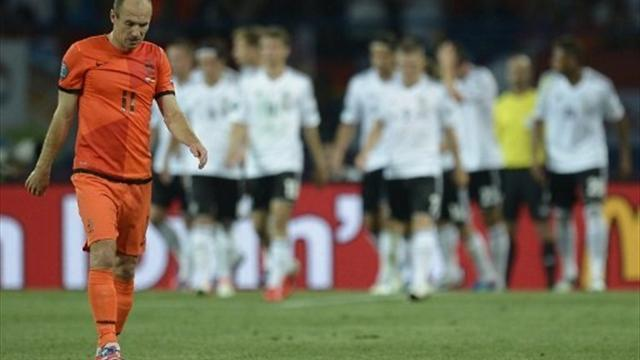 Bundesliga - Robben, Mathijsen recalled by Netherlands
