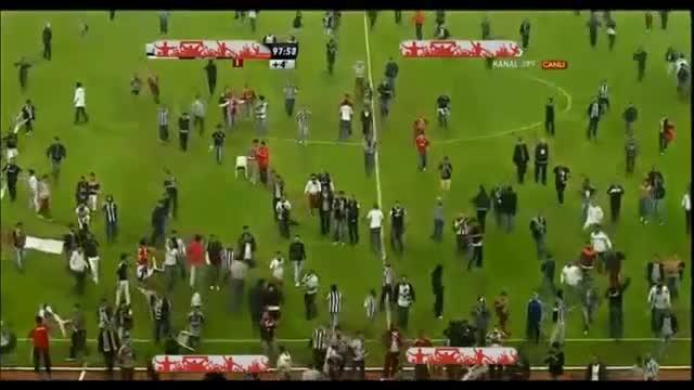Football - Pitch invasion halts Istanbul derby