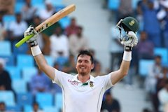 Graeme Smith celebrates hi double hundred against Pakistan