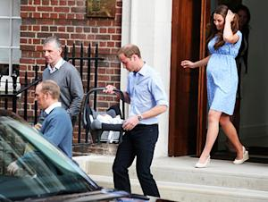 Kate Middleton, Prince William Leave Hospital, Head Home With Royal Baby