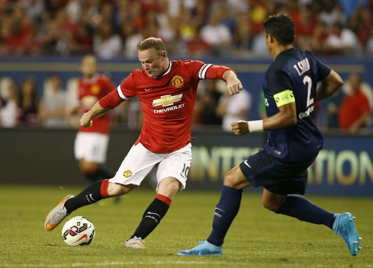 Manchester United striker Wayne Rooney, pictured (L), has been left shouldering a heavy burden with Robin van Persie and Radamel Falcao having left and Javier Hernandez out of favour