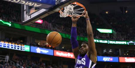 Basket - Jason Thompson signe en Chine