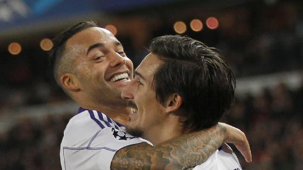 Anderlecht's Demy De Zeeuw, left, celebrates his opening goal with Sacha Kljestan during their Champions League group C soccer match against Paris Saint Germain in Paris, France, Tuesday, Nov. 5, 2013