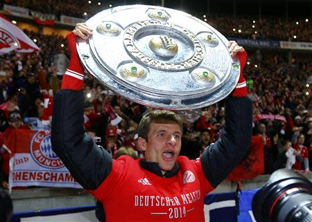 Bayern Munich's Mueller celebrates winning Bundesliga title after Bundesliga soccer match against Hertha Berlin in Berlin