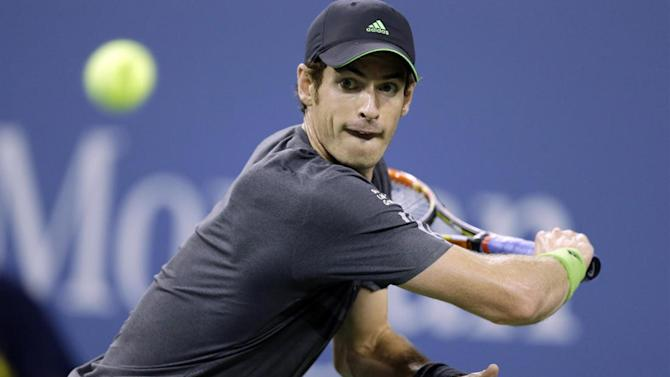 Tennis - Murray wins through in Shenzhen