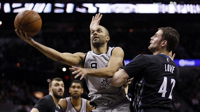 NBA - Spurs deny Timberwolves record