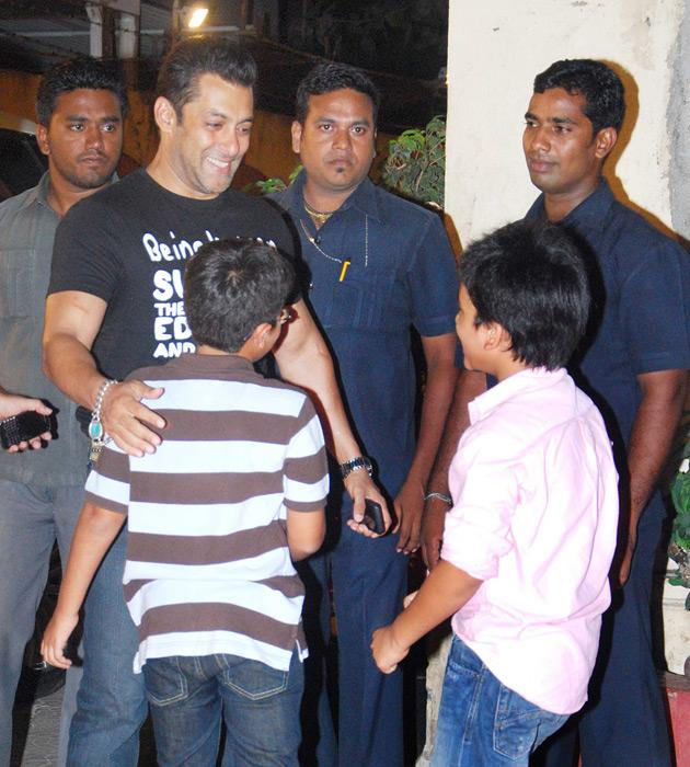 Salman parties with Katrina, Zarine and Sonakshi