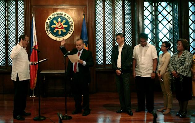Leonen takes oath as new Supreme Court justice