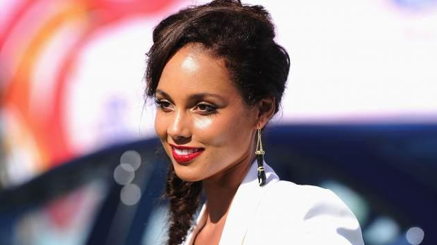 Alicia Keys rocks a red lip at the 2011 BET Awards -- Getty Images