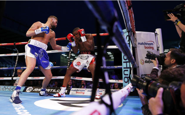 Tony Bellew in action with Ilunga Makabu