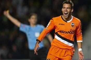 Valencia desperate to keep Manchester United target Bernat