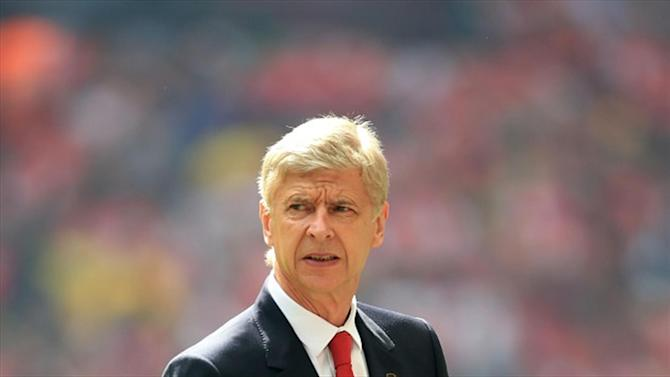Football - Wenger: Desperate Arsenal must qualify 'at all costs'
