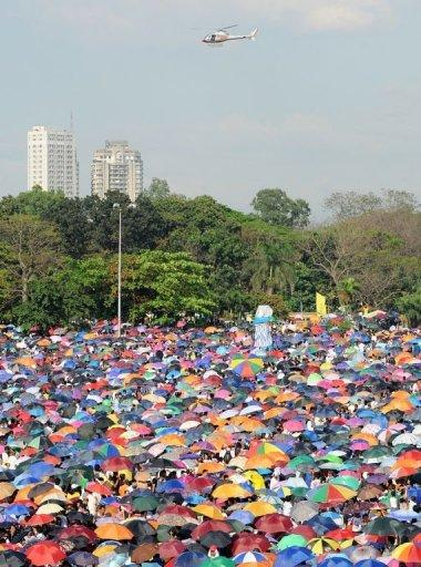 Thousands of Iglesia ni Cristo (Church of Christ) members gather at the Quirino grandstand