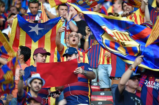 Supporters of FC Barcelona cheer while waving Barcelona and Catalan flags prior to the UEFA Champions League Final football match between Juventus and FC Barcelona at the Olympic Stadium in Berlin on