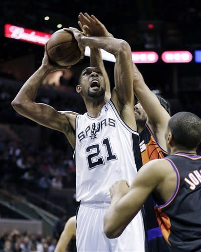 Suns end Spurs' 18-game home streak, 105-101 in OT