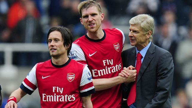 Premier League - Rosicky, Mertesacker sign new Arsenal deals
