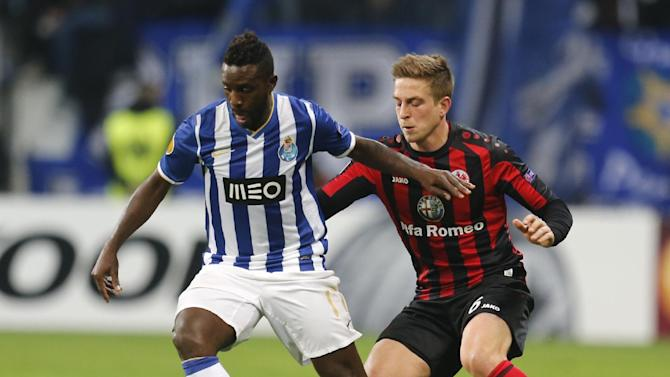 Frankfurt's Bastian Oczipka, right, and Porto's Silvestre Varela challenge for the ball during a Europa League round of 32 second leg soccer match between Eintracht Frankfurt and FC Porto in Frankfurt, Germany, Thursday, Feb. 27, 2014