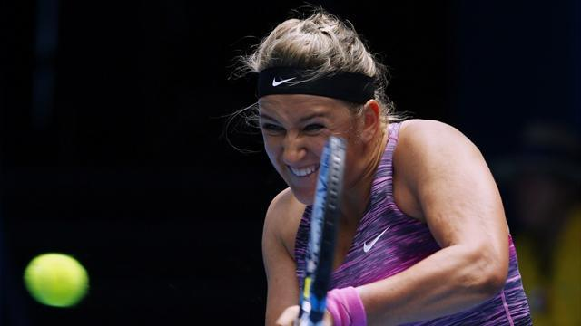 Australian Open - Azarenka safely into quarter-finals to face Radwanska