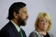 Intergovernmental Panel on Climate Change (IPCC) Chairman Rajendra Pachauri (L) comments on the U.N. IPCC Climate Report presentation during a news conference in Stockholm, September 27, 2013. REUTERS/Jessica Gow/TT News Agency