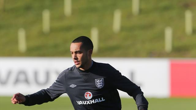 Football - Walcott hoping for striking chance