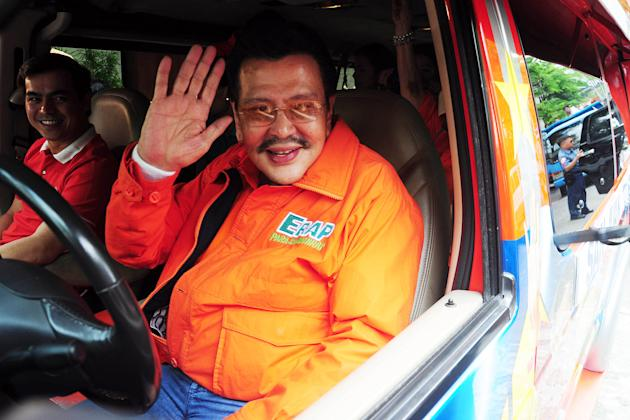 Erap moves to Manila