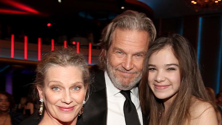 2011 Critics Choice Awards Jeff Bridges Hailee Steinfeld