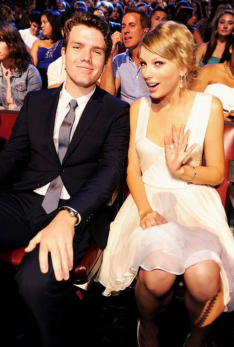 Taylor Swift Brings Her Look-Alike Brother as Teen Choice Awards Date!