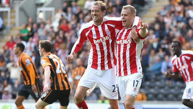 Premier League - Shawcross earns fortunate point for Stoke at 10-man Hull
