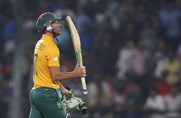 AB de Villiers out of ODI and Test series against Australia; will undergo surgery