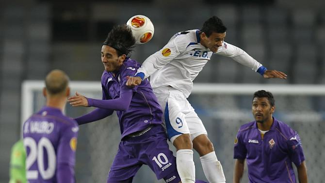 Fiorentina's Alberto Aquilani, left, and Pandurii's Alex dos Santos, right, jump for a header during an Europa League, group E match, between Fiorentina and Pandurii, at the Cluj Arena stadium in Cluj, Romania, Thursday, Nov. 7,  2013