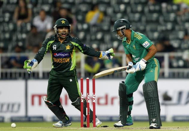Pakistan wicket keeper Umar Akmal celebrates the dismissal of South Africa's Henry Davids after he was bowled out by Shahid Afridi during their first Twenty20 cricket match in Johannesburg