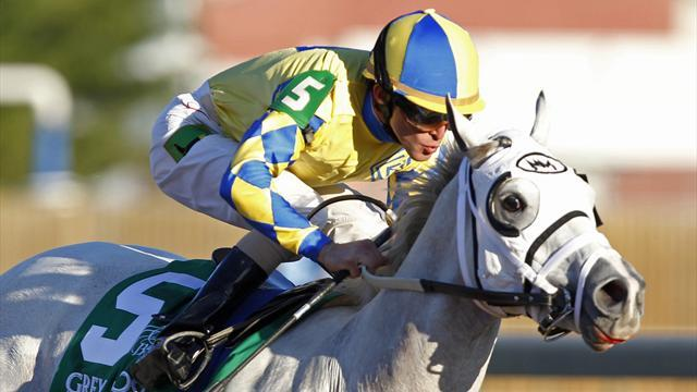 Horse Racing - Retired Dominguez to receive prize