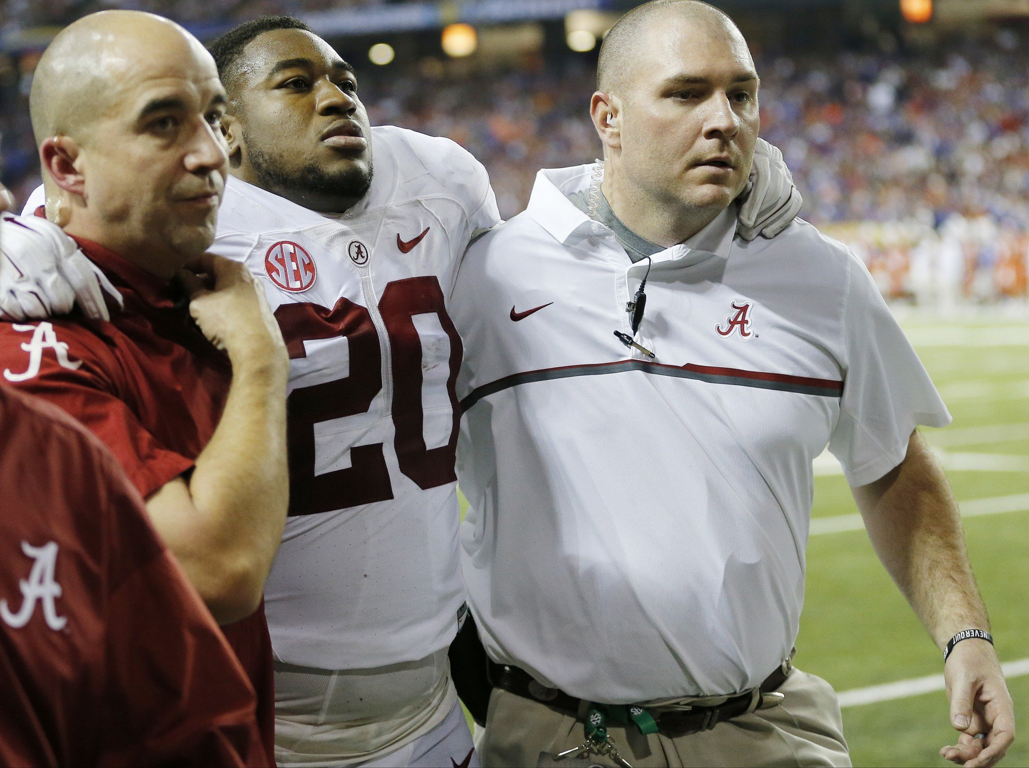 Alabama middle linebacker Shaun Dion Hamilton suffered a knee injury and will miss the rest of the season (AP)
