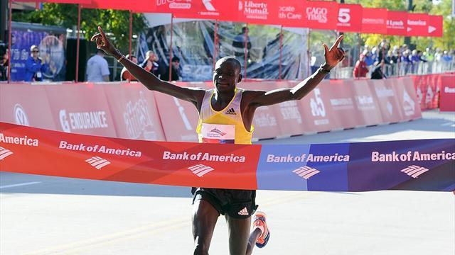 Athletics - Kimetto breaks Chicago Marathon record, Jeptoo takes women's title