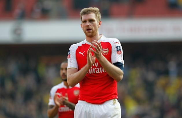 Arsenal defender Per Mertesacker will be out for a few months with the knee injury that prevented him from joining the Gunners' North American tour