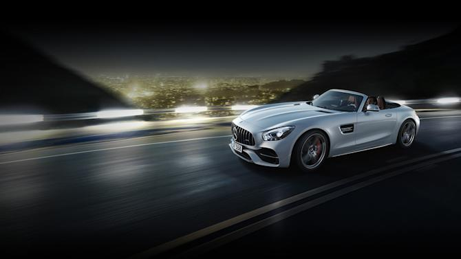 The Mercedes-AMG GT C Roadster blows fresh wind in the AMG-Family.