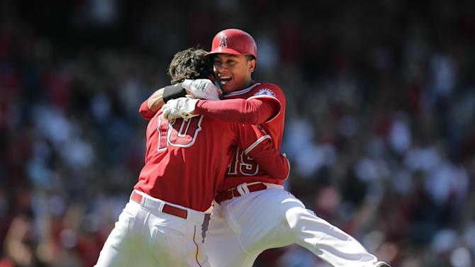 Angels rally in 9th against Rodney to beat M's 6-5
