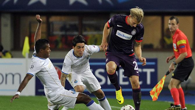 Austria's Daniel Royer, right, and Porto's  Alex Sandro, left, and Josue challenge for the ball during the Champions League first round group G soccer match between FK Austria Wien and FC Porto in Vienna, Austria, Wednesday, Sept. 18, 2013