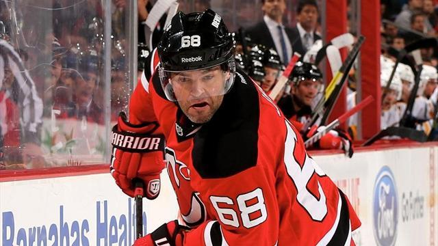 NHL - Jagr becomes seventh player to score 700 league goals