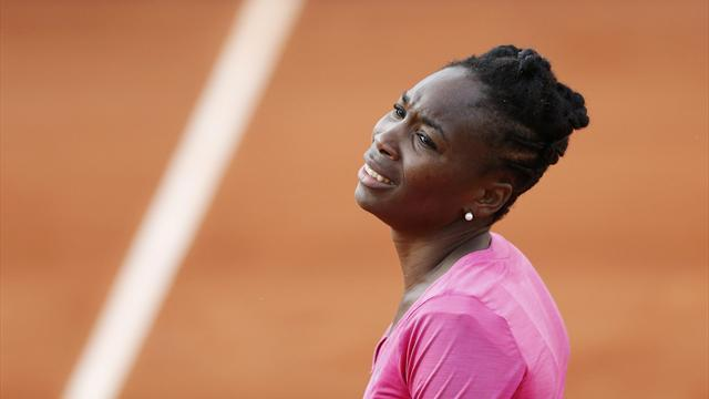 French Open - Venus: 'It's painful to serve'