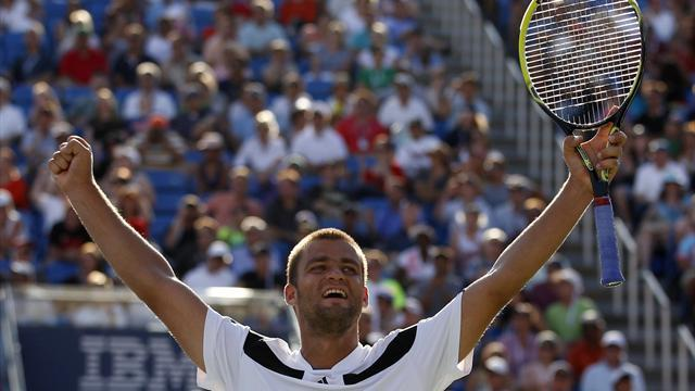 Tennis - Youzhny denies Ferrer to clinch Valencia Open title