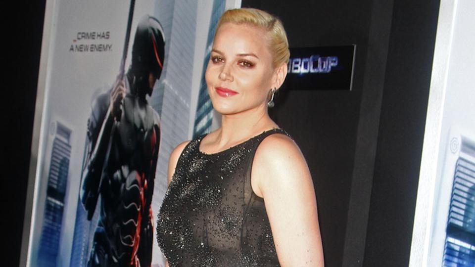 Abbie Cornish brilla en la premiere de Robocop en Hollywood