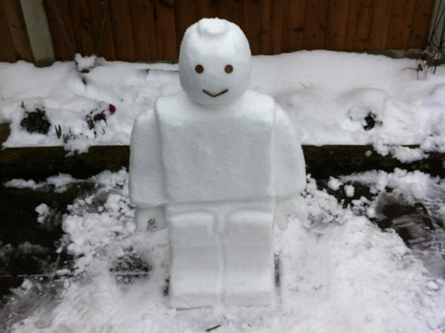 Ashley James Darran built a Lego snowman (@ashleydarran88)