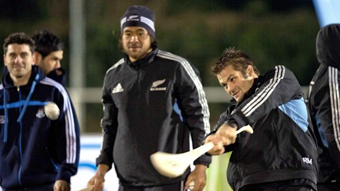 Snapshot: Richie McCaw goes hurling with Bernard Brogan