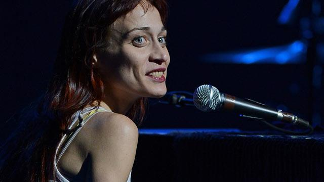 Fiona Apple Postpones Tour for Dying Dog