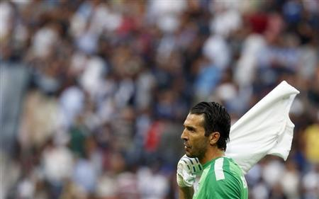Juventus' Buffon leaves the pitch at half time during their Italian Serie A soccer match against Inter Milan in Milan