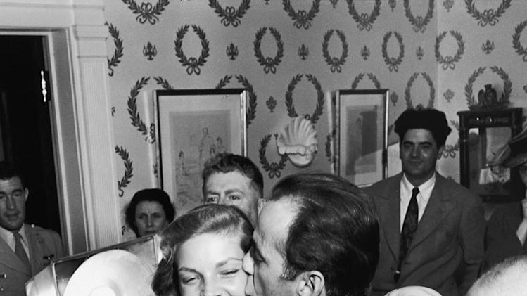 Humphrey Bacall weddingkisses