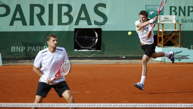 Belarus Max Mirnyi (L) And Canada's Daniel Nestor (R) Hit A Return To US Bob Bryan And US Mike Bryan  AFP/Getty Images