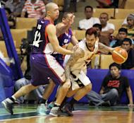 Ronald Tubid tries to avoid the double team of Mark Isip and Wynne Arboleda. (PBA Images)
